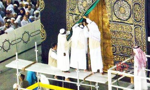 Замена замка Кааба