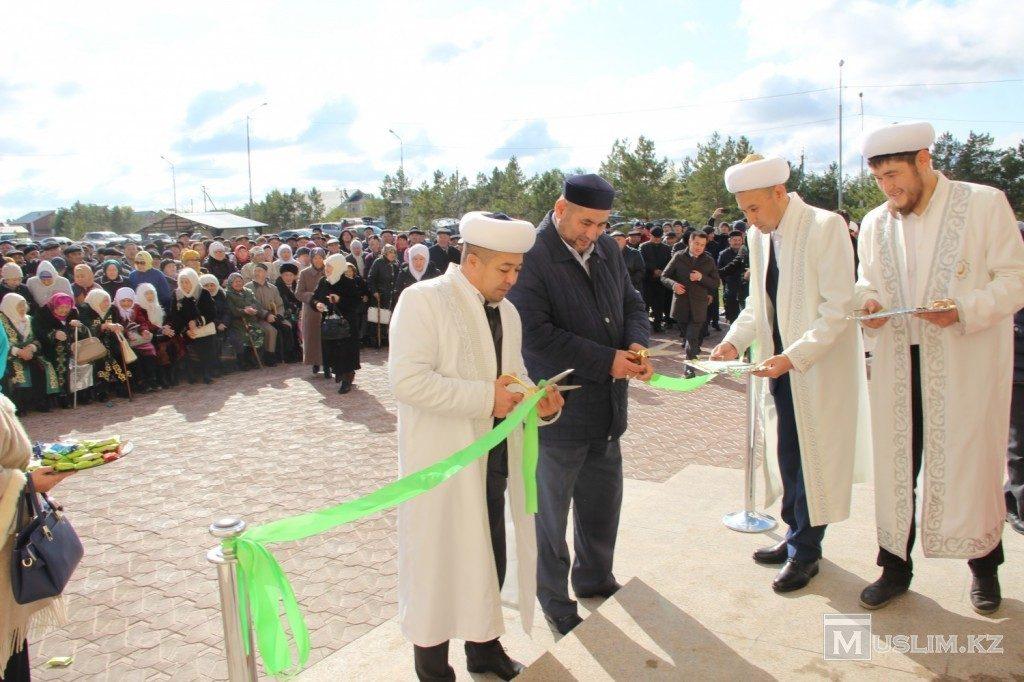 Лента в новой мечети в городе Павлодар
